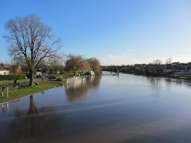 A very full river Sarthe by the motorhome aire at La Suthe-sur-Sarthe