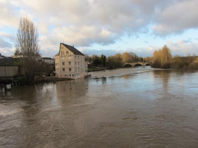 A very swollen river Sarthe