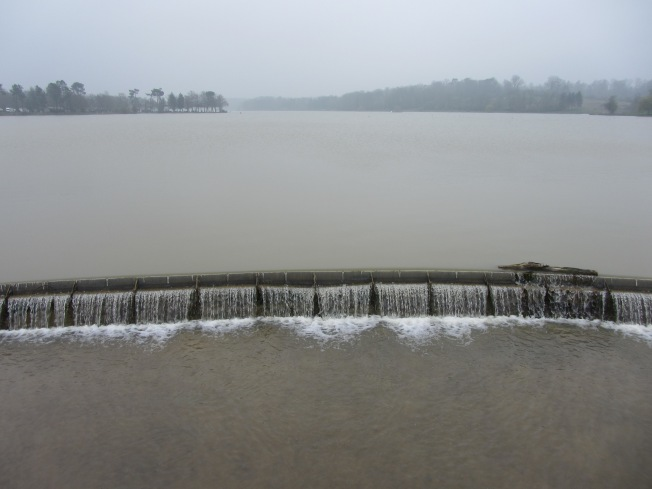 A little Weir at Lac de l'Uby