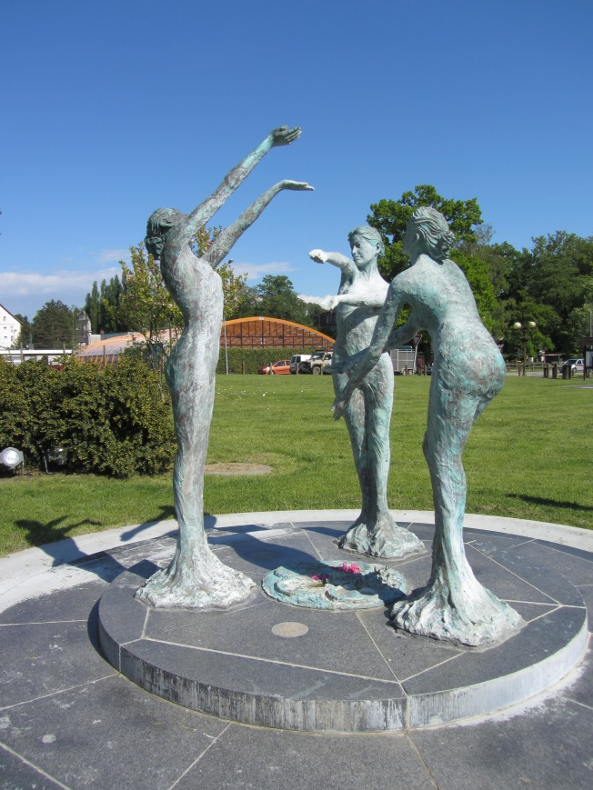Scalpture at Epinay Lake