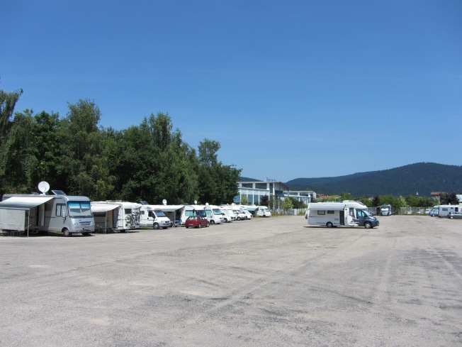 The very spacious motorhome aire at Lac de Gerardmer