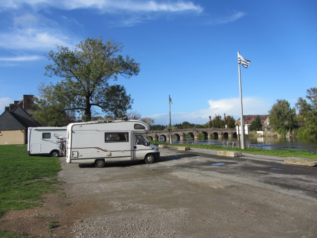 The motorhome aire by the Vilaine river