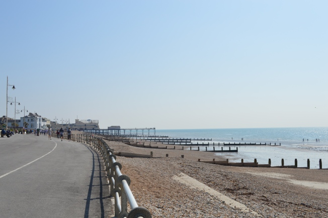Bognor Regis beach and Pier in the background