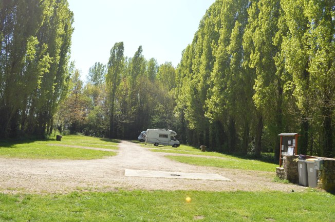 The very efficient motorhome aire at Château Larcher