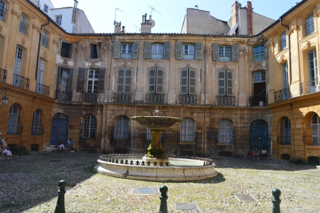 Fountain at Place d'Albertas