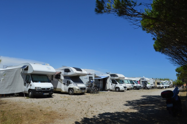 The motorhome aire 200 metres away from the beach!