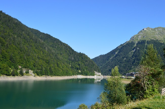 The lake and mountains at Fabreges
