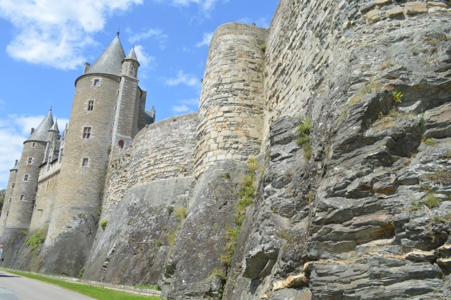 I love how these castles were built on natural rocks and cliffs