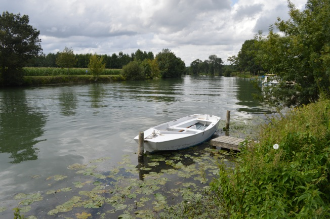 the idyllic river Charente by Dompierre
