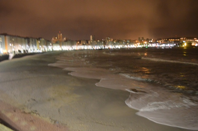 Playa del Orzan at night, looking towards Playa de Riazor