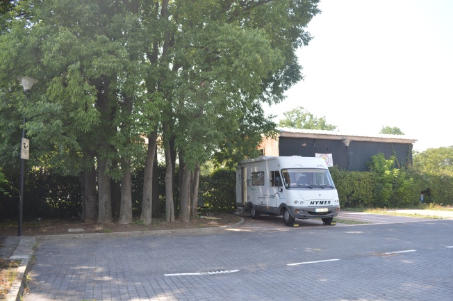 Our shady spot by ring of trees at Castelfranco Veneto