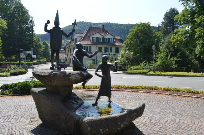 Interesting and original fountains in Hashlach