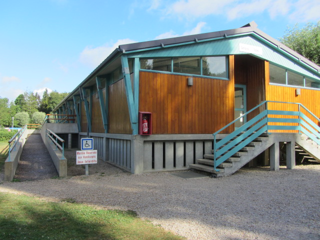Disabled access to wonderful shower and washing facilities block at Beaumont-sur-Sarthe campsite