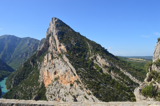 Interesting rock formations on the road through the Gorges du Verdon