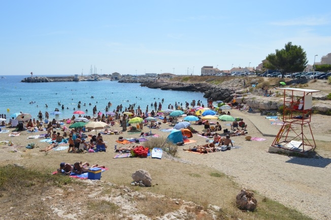 Busy Carro's beach on a very hot day