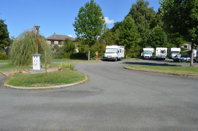 Attractive location by river Lot for motorhome aire