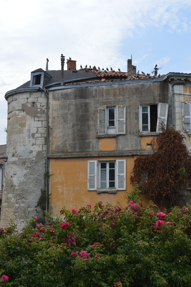 Shabby façades in Niort only add to the charm of the city