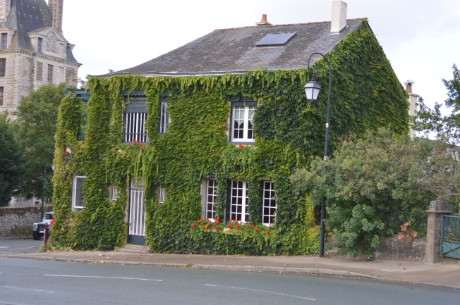 I simply loved this ivy-covered house at Brissac-Quincé