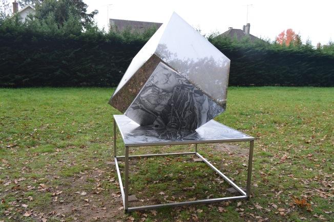 D'un Bout à l'Autre sculpture